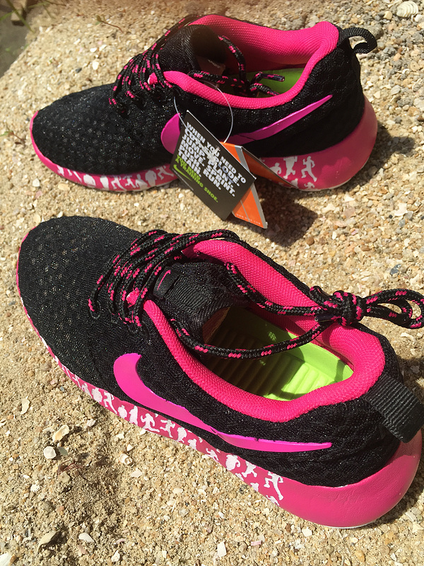 women nike roshe run 3m glow hyperfuse black rose